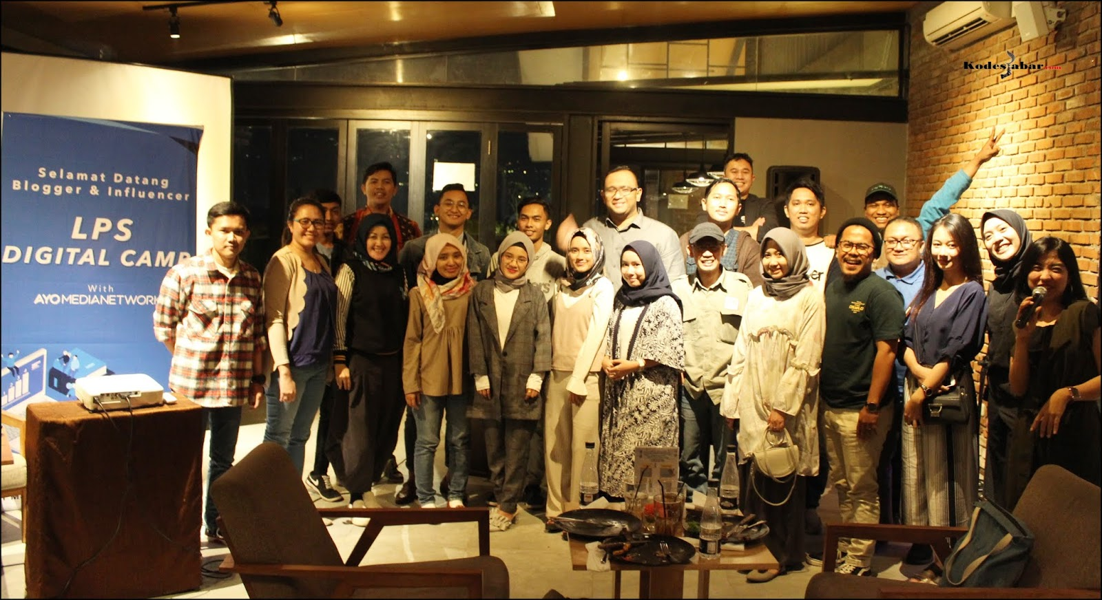 Foto bersama LPS, Ayo Media Network, Blogger, dan Influencer