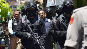 Densus 88 Anti Teror Mabes Polri menangkap terduga teroris Jaringan Bahrun Naim di Kawasan Majalengka - Commando