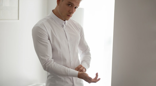 Bílá elegantní pánská košile