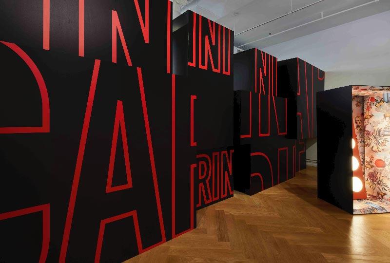 Installazione di Ferruccio Laviani nello showroom Foscarini Spazio Soho