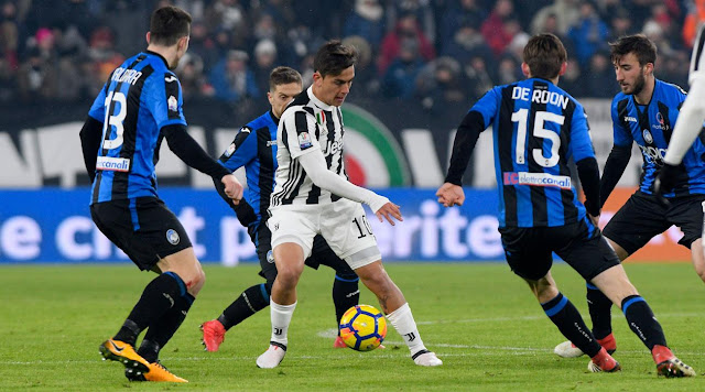 Atalanta trong cuộc đối đầu với Juventus.