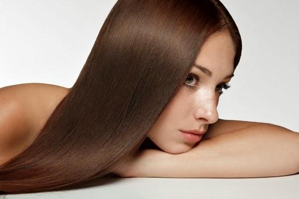 Ισιώστε τα μαλλιά σας με φυσικό τρόπο