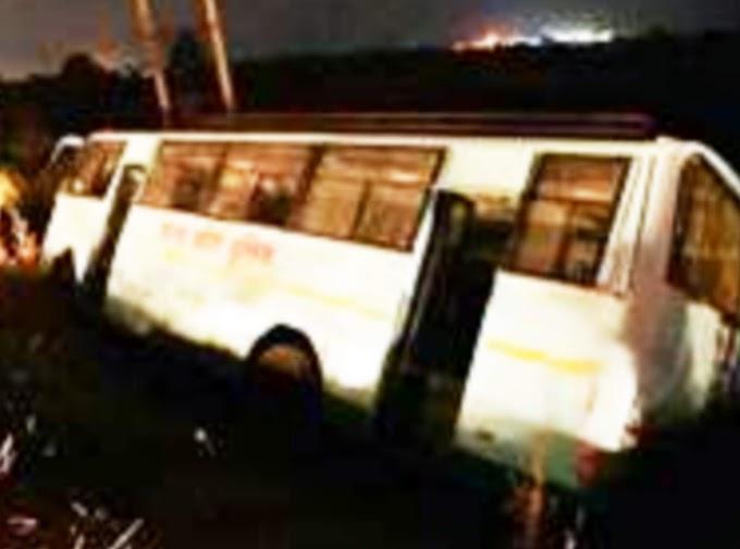 खाई में गिरी पुलिस की बस, 35 प्रशिक्षु महिला आरक्षक घायल