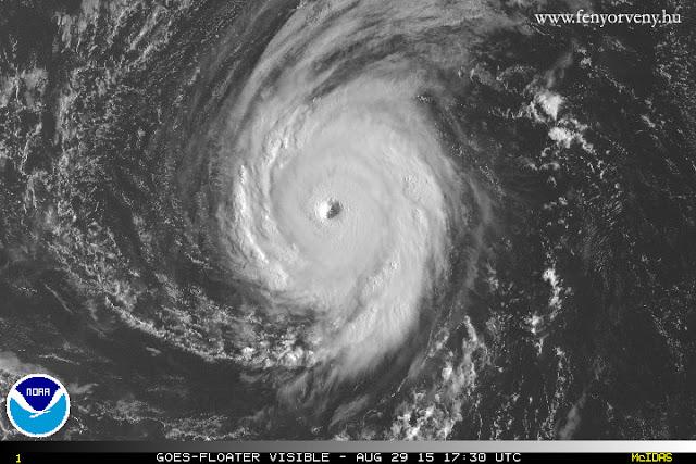 Így még nem láttad egy hurrikán belsejét! - csodálatos képek és videó az Ignacio-ról