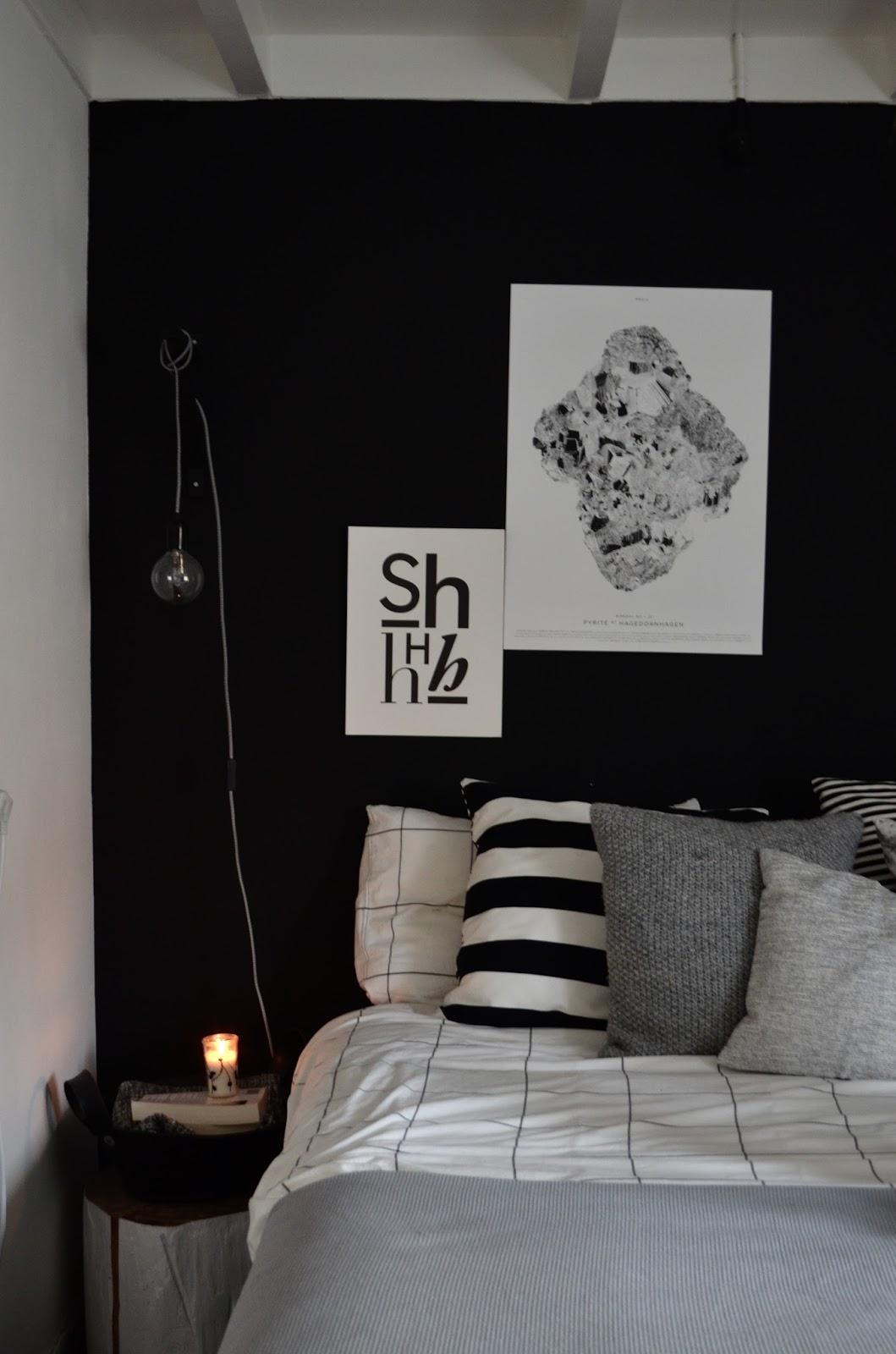ik ben altijd wel van dat soort mooie details bovendien past de pyrite poster mooi bij de kleurstelling van de rest van de slaapkamer