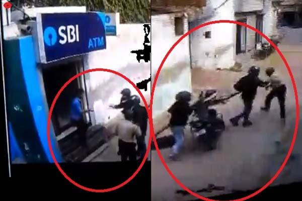badmash-fire-on-gaurd-after-looting-cash-van-outside-atm-in-delhi