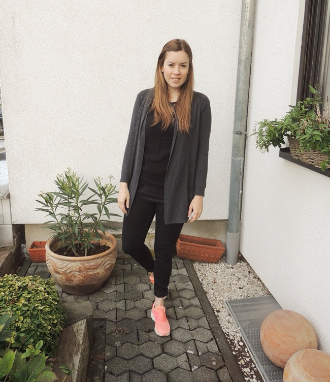 Nike Thea Black Outfit