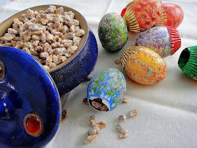 Resultado de imagem para casca de ovos pintados recheados de amendoim doce