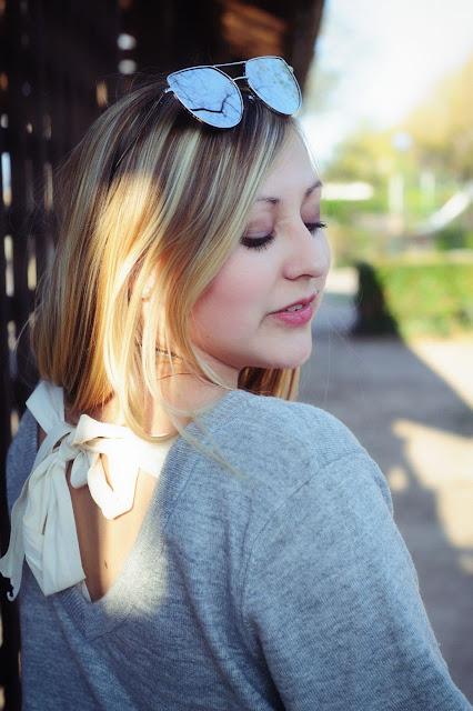 Grauer Pullover mit Spitze verspiegelte Cateye Sonnenbrille Sassy Classy Tasche Slipper mit Schleife Modeblogger Fashion Blog ootd Outfit