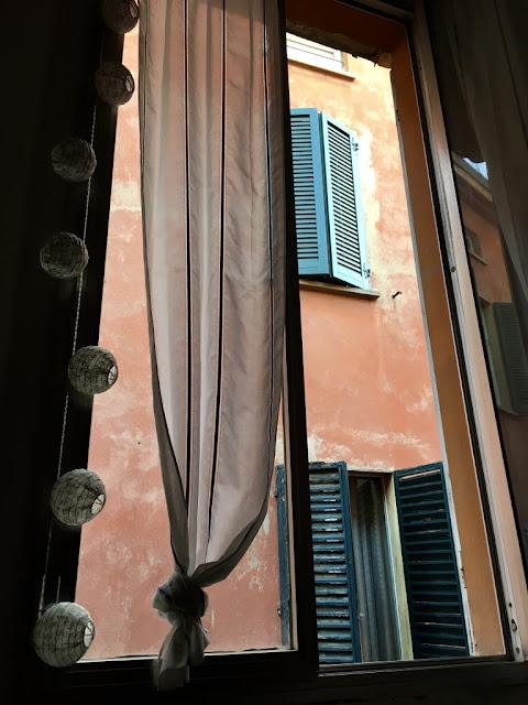 Bologna, bydlení v centru - můj výhled z okna