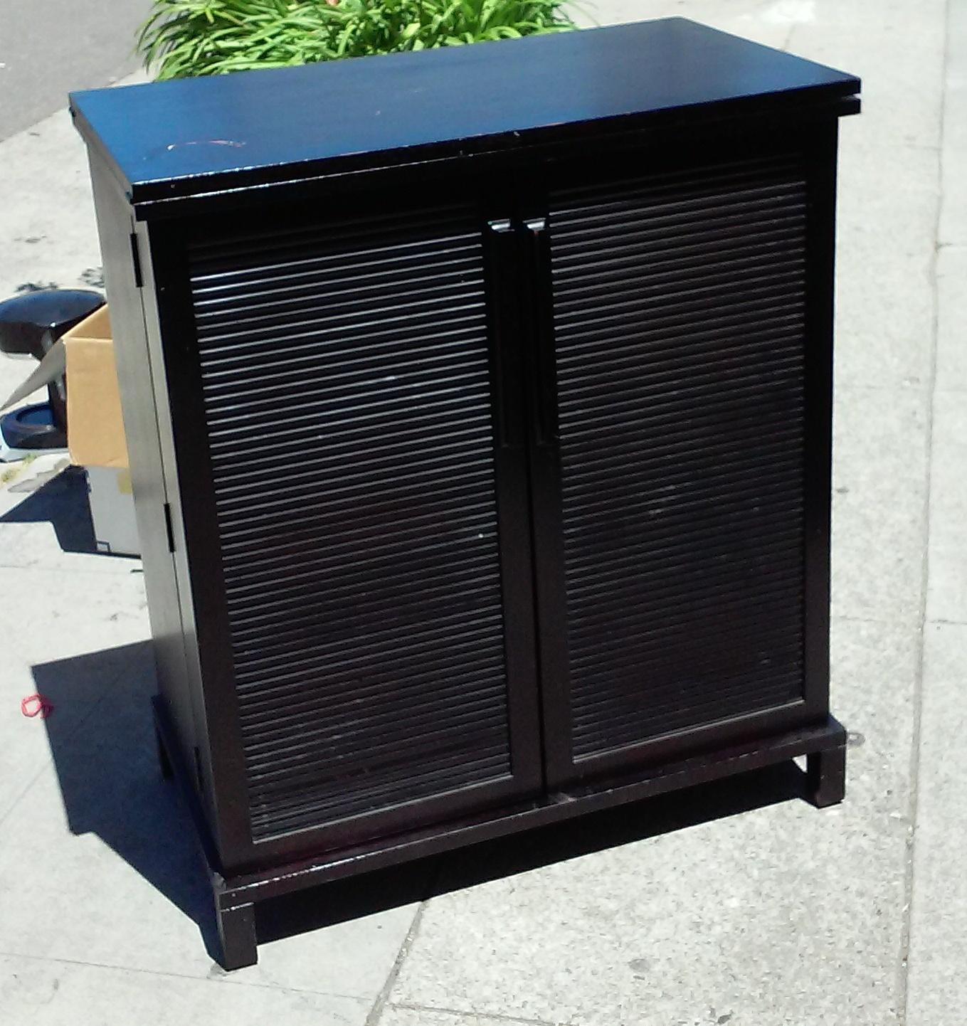 Uhuru Furniture Collectibles Sold 875 3 39 Wide Crate Barrel Bar 260