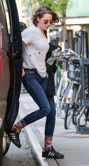 Kristen Stewart wear socks with pattern of marijuana in New York