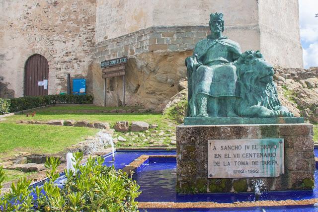 Estátua de Sancho IV, em Tarifa, na Espanha, o berço da Andaluzia