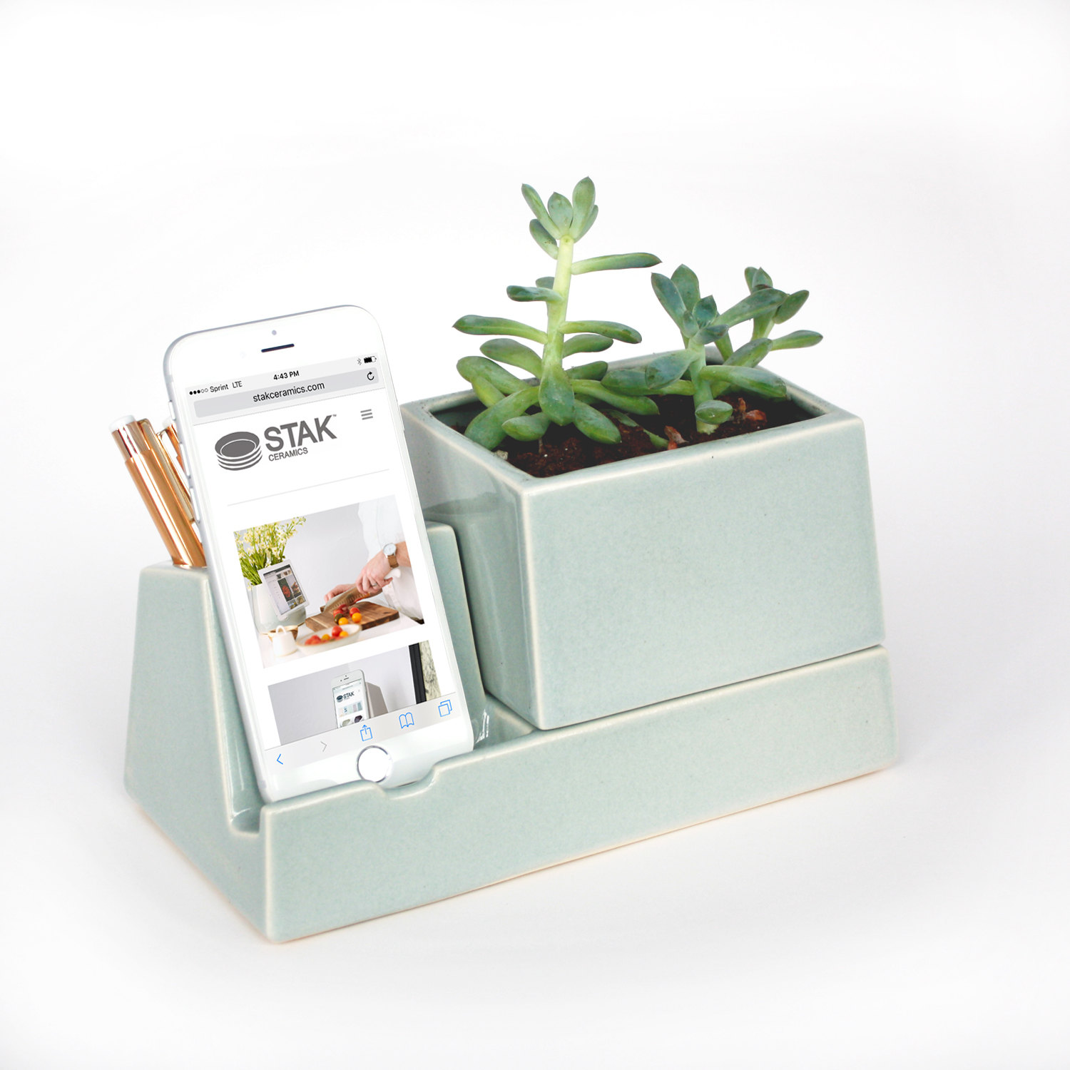 14 Ways to Display Succulents - Desk Planter Ipod Dock