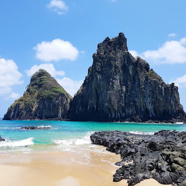 Praia da Cacimba do Padre e o Morro Dois irmãos - Fernando de Noronha