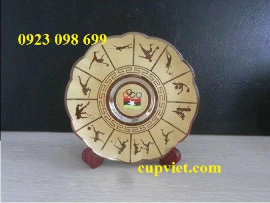 Hoa, quà, đồ trang trí:  cung cấp bằng chứng nhận, sản xuất quà tặng truyền thốn 24