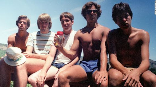 Impressive! Five guys take same photo every five years for 35 years