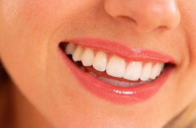 4 Buah Segar yang dapat Membuat Gigi Putih dan Bersih