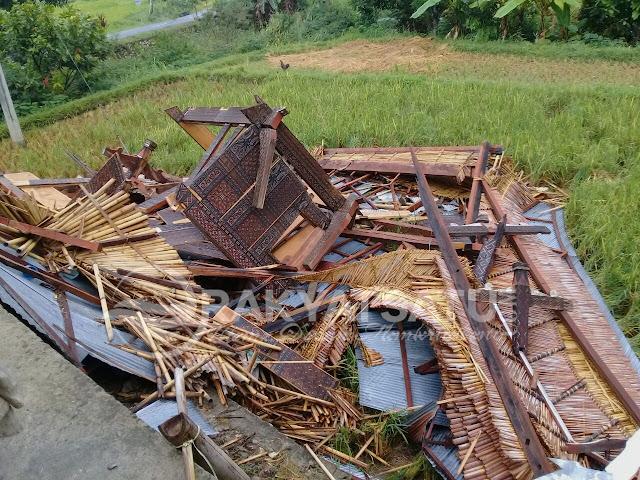 Breaking News : Puting Beliung Robohkan 13 Lumbung dan 2 Rumah di Tana Toraja