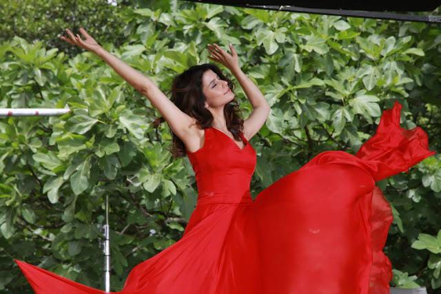 Hot & Sexy Turkish actress Beren Saat Complete HD Wallpapers