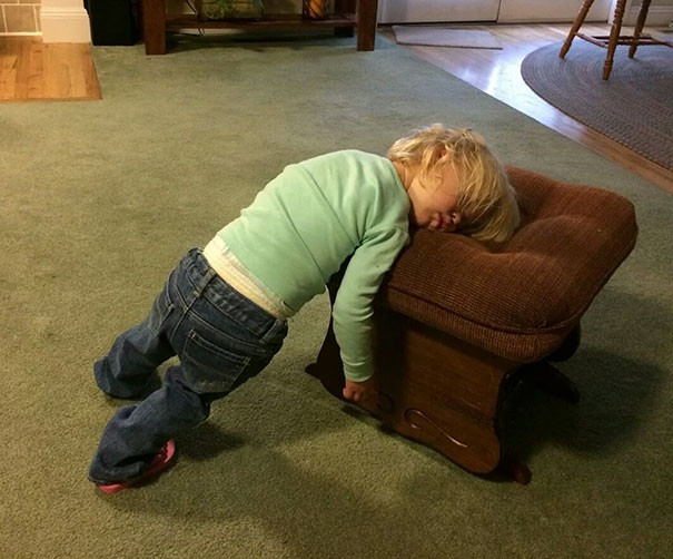 15+ Hilarious Pics That Prove Kids Can Sleep Anywhere - Napping While Standing