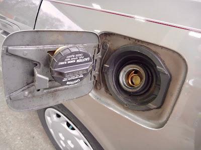 gas cap and door '98 Toyota Camry