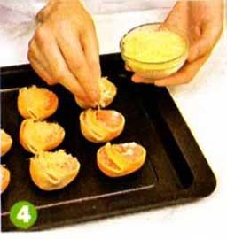 Выложить ракушки на блюдо и украсить каждую  ракушку веточкой петрушки. Подавать в горячем или теплом виде