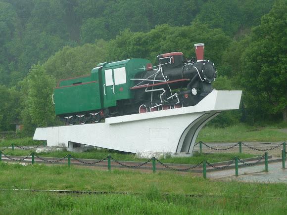 Вигода. Пам'ятник вузькоколійному паровозу «Зозулька»