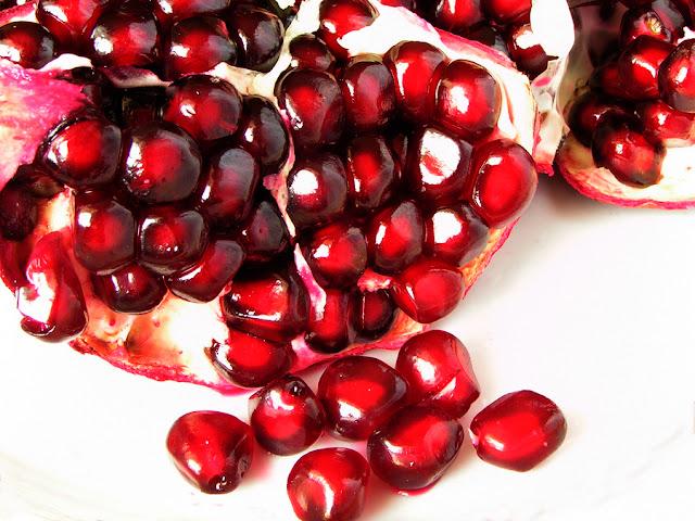 http://3.bp.blogspot.com/-gNxojJQYYr4/Tso5yUWITVI/AAAAAAAAEQc/r0jO4QDHB6s/s1600/Pomegranate_249298.jpg