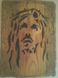 ritratto di gesu in legno realizzato con seghetto da traforo elettrico