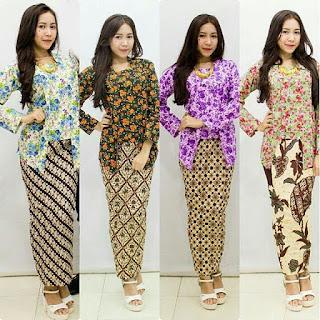 Kebaya Tradisional Kombinasi Batik