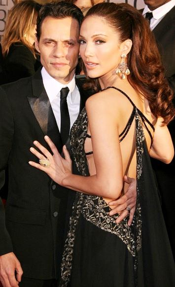 Foto de Marc Anthony y Jennifer López vestidos de negro