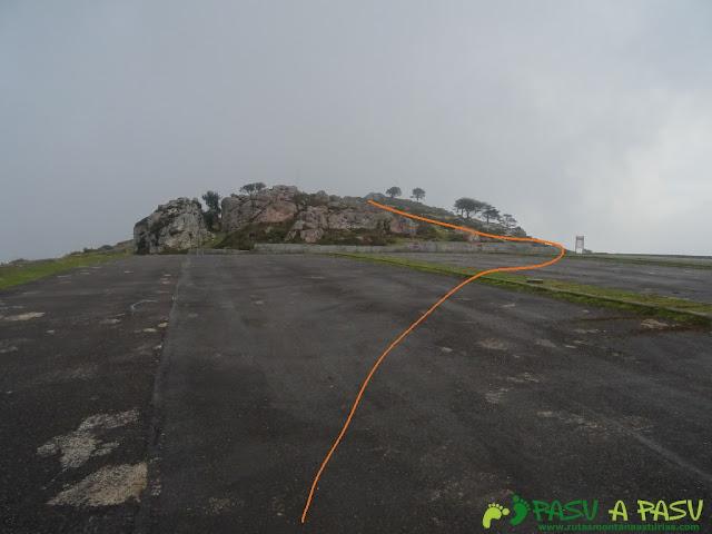 Ruta al Pico Gobia y La Forquita: Aparcamiento en las inmediaciones del Fitu
