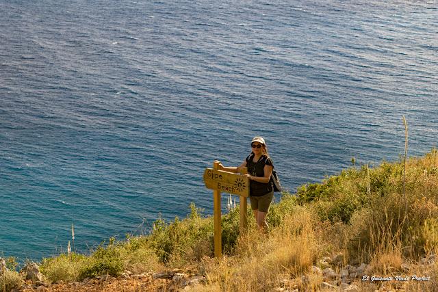Playa de Gjipe, cartel - Himara, Albania por El Guisante Verde Project