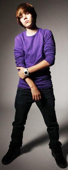 Foto de Justin Bieber posando parado