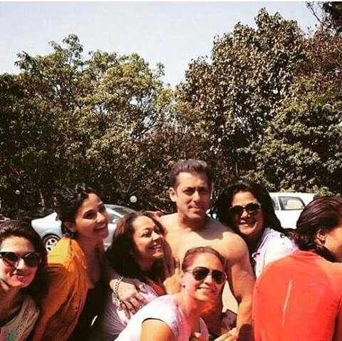 Salman Khan celebrates HOLI with Family and Friends