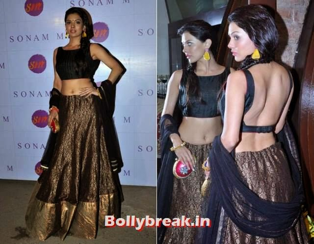 Sara Loren, Bollywood Actresses Backless Gowns Photos on Red Carpet