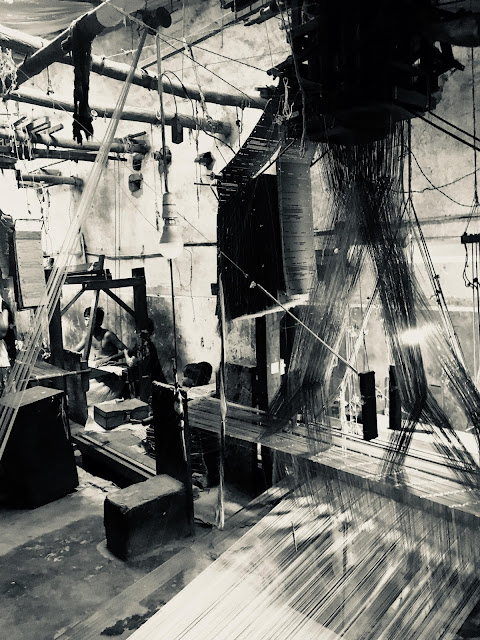 weavers, India, photography, black and white, light shades, persective