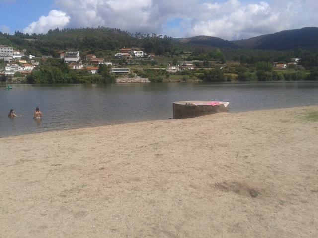 Localidade de Melres do outro lado do Rio