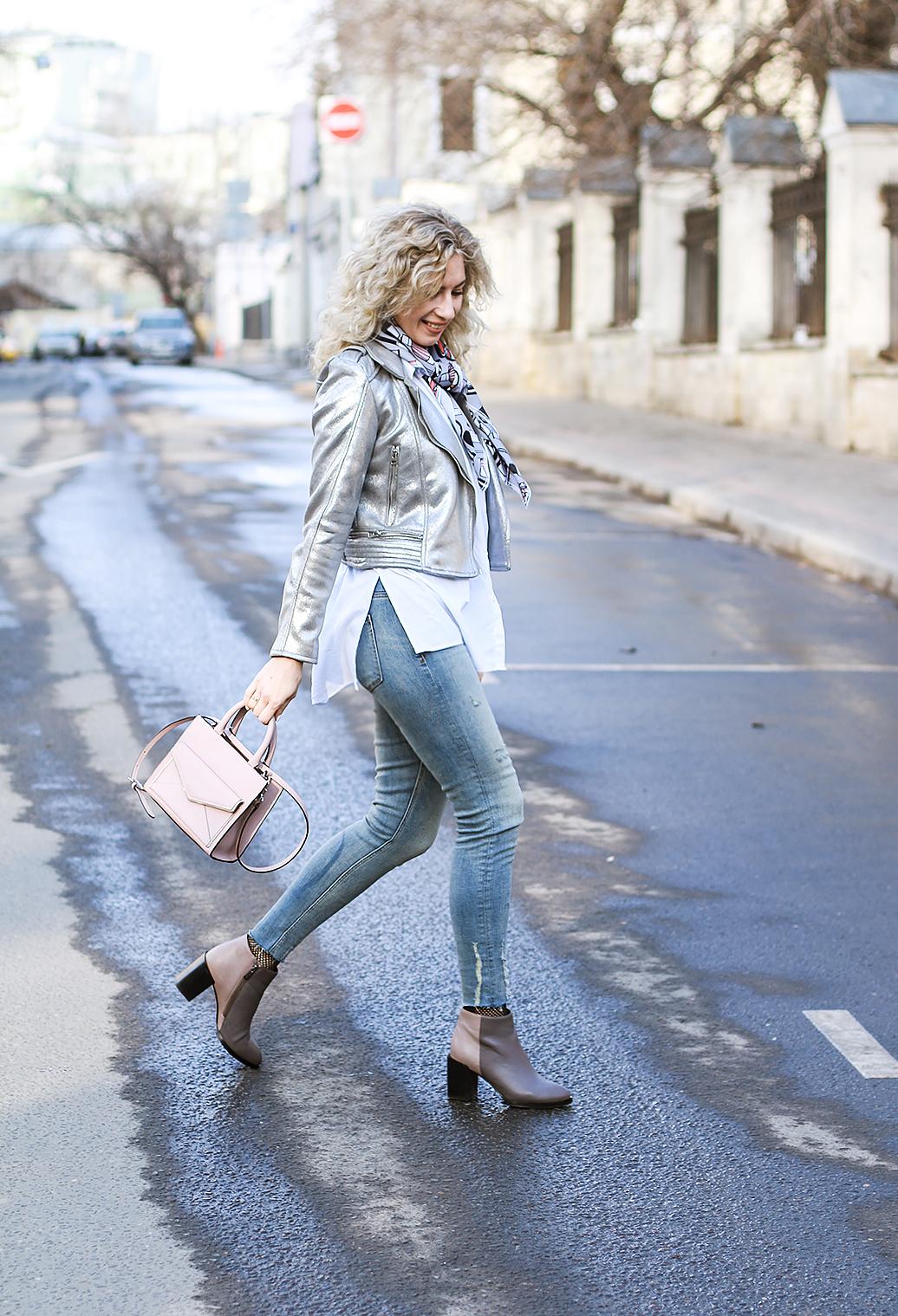 Margarita_Maslova_Ritalifestyle_Fashion_blogger_Moscow_silver_jacket_metallic_trend_FISHNET_spring_looks