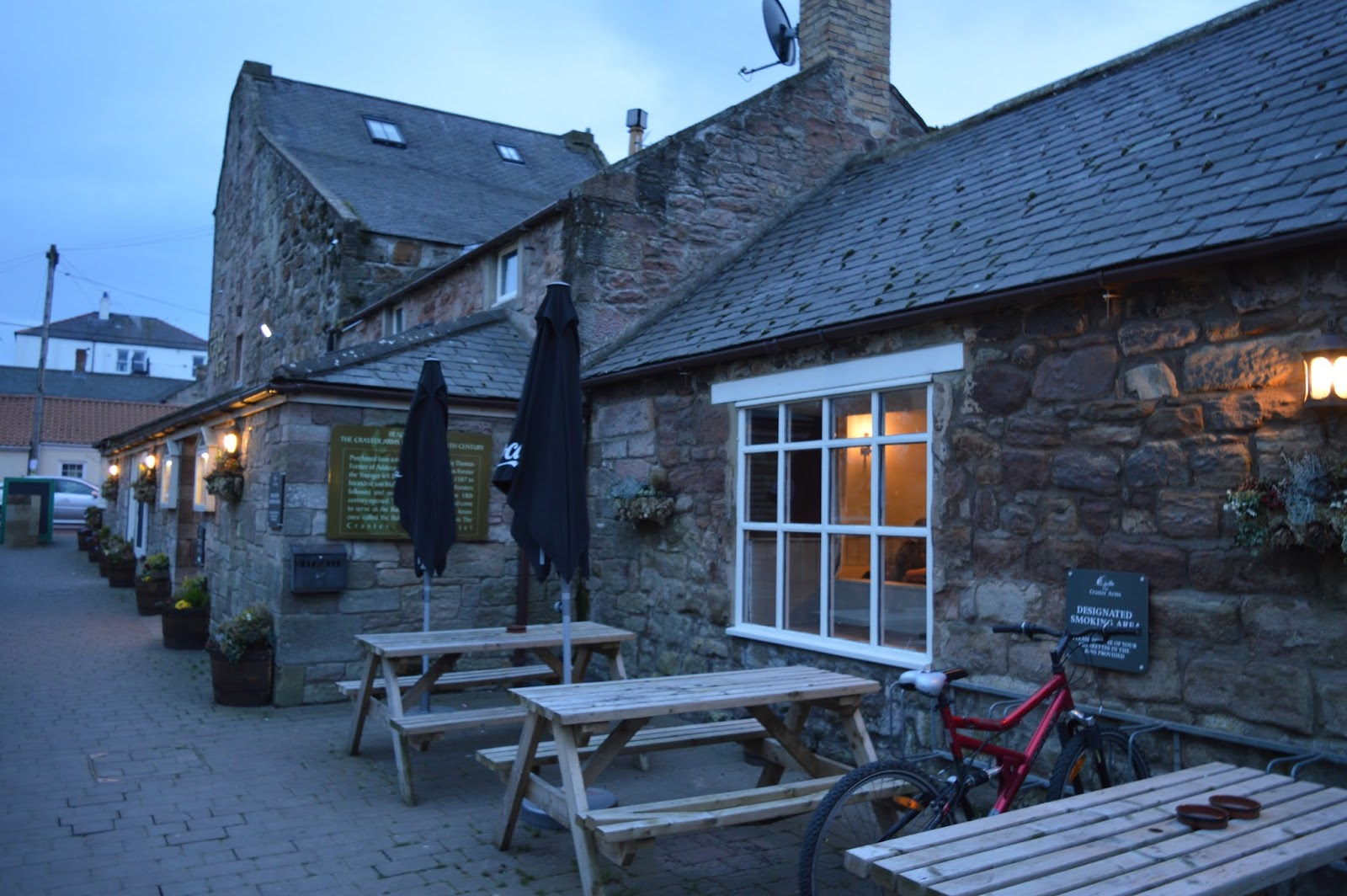 The Craster Arms, Beadnell   A Review featuring a very good Northumberland Country Pub.  - pub picnic tables