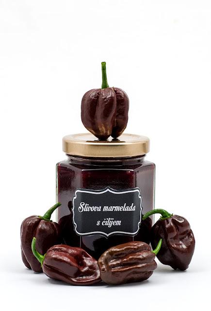 Slivova marmelada s čilijem chocolate habanero in rumom