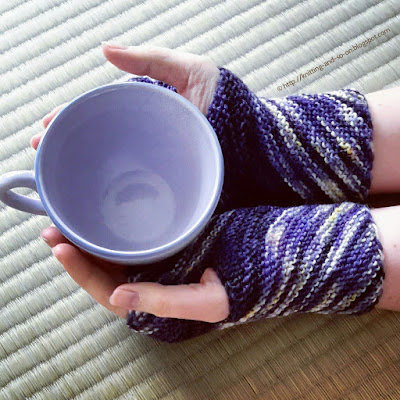 Inclination Wrist Warmers - #free #knittingpattern by Knitting and so on
