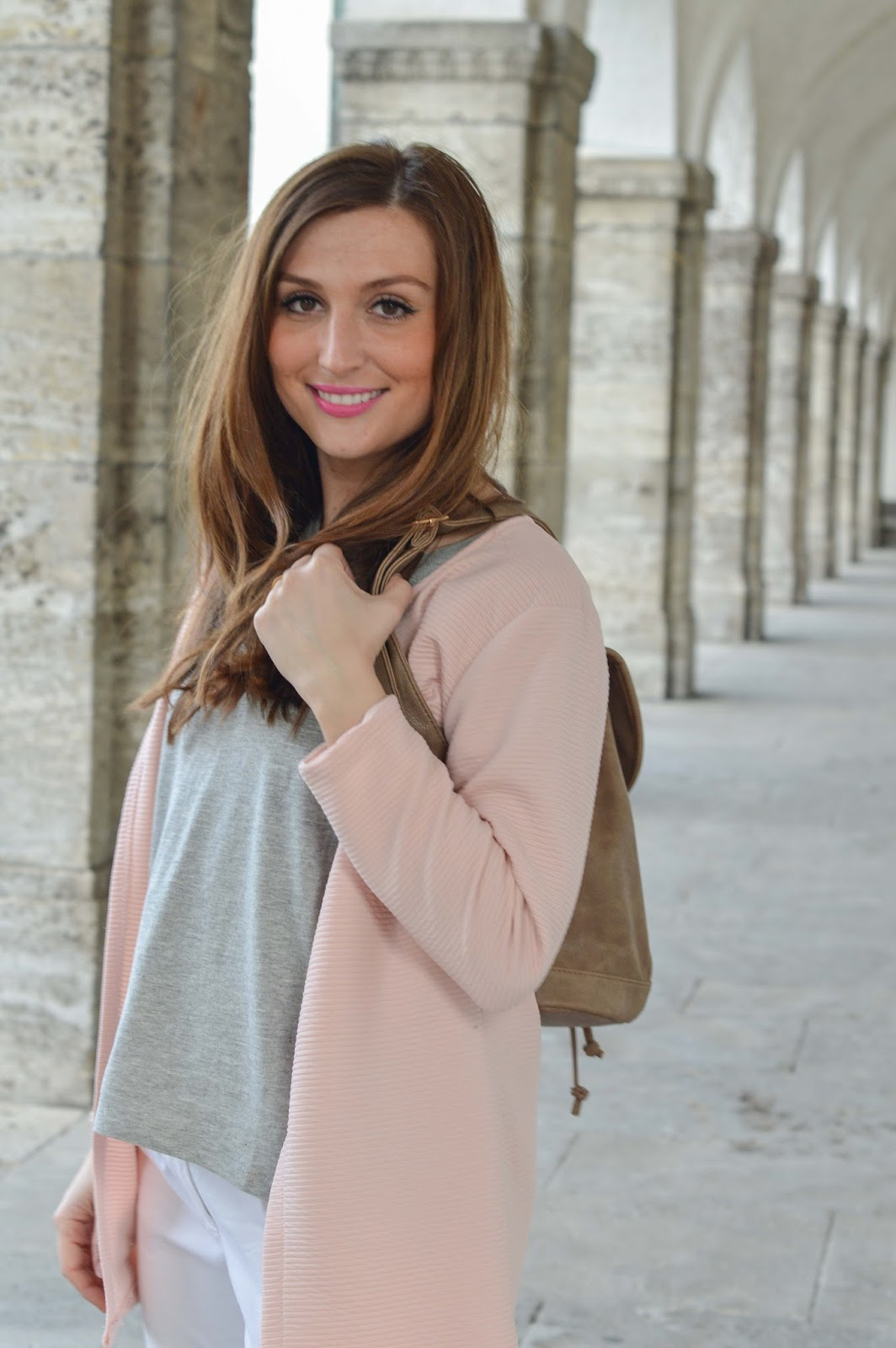 casual blogger look - casual look - rosa mantel - rosa sneaker - fashionblogger aus deutschland - deutsche fashionblogger - frankfurt blogger - blogger aus Frankfurt -lifestyleblogger