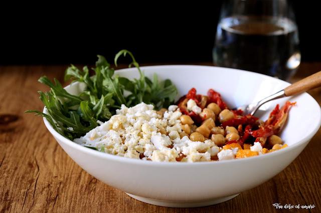 Ein Salat zeigt Muskeln: Insalatone mit Quinoa und Ofenkürbis