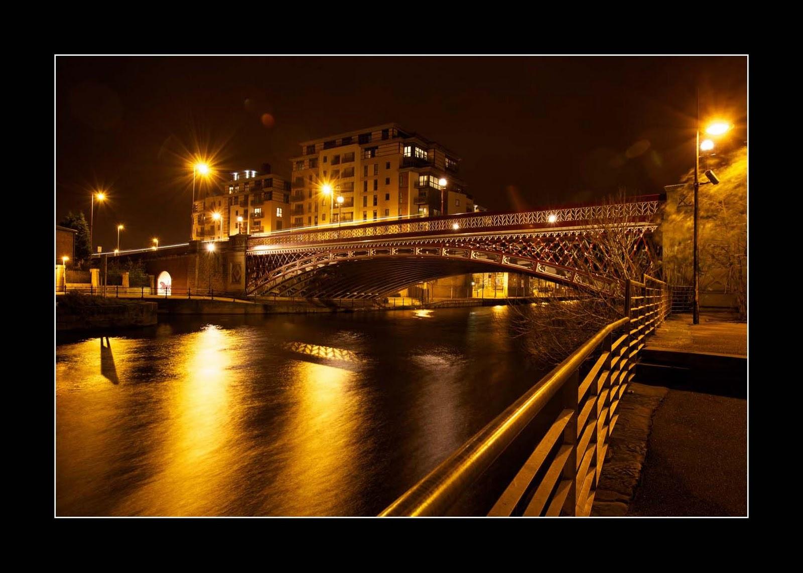 iconphotomedia: Leeds City at night