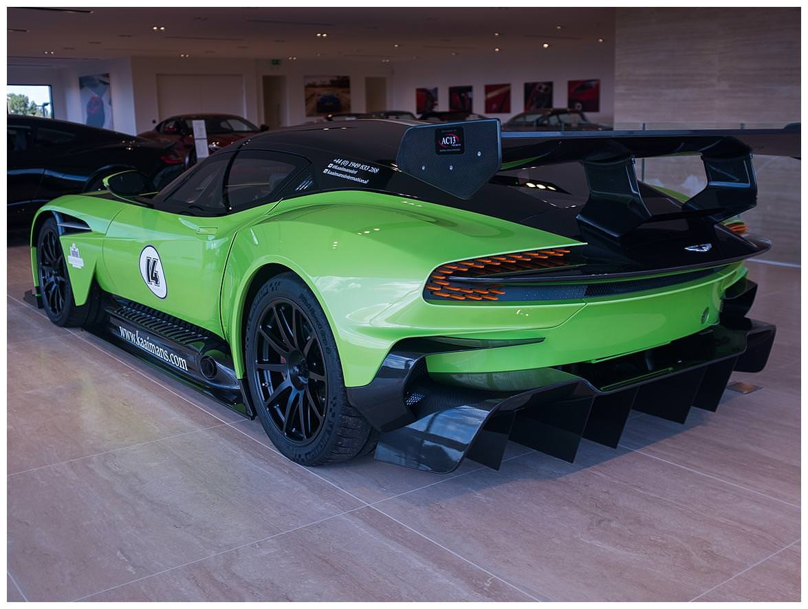 verde ithaca green aston martin vulcan can be yours for 3 8 million carscoops. Black Bedroom Furniture Sets. Home Design Ideas
