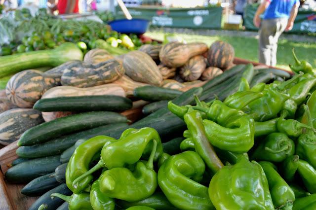 Vegetais expostos na feira