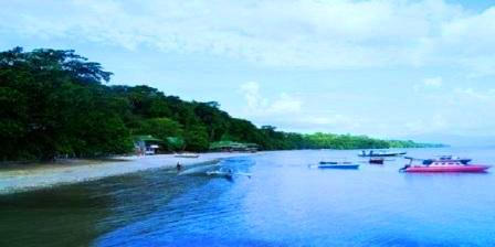 Taman Laut Bunaken di Sulawesi Utara tempat wisata aneh di indonesia tempat wisata anak di indonesia tempat wisata asyik di indonesia aneka tempat wisata di indonesia alamat tempat wisata di indonesia