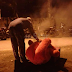 Di Ganggu Jin ,anak patung terpaksa dibakar, ada sesuatu di tangannya...
